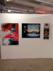 Messestand der Galerie Ahlemann auf der Photo Popup Fair Nummer Sieben nach dem Aufbau mit Werken von Hasina Khan