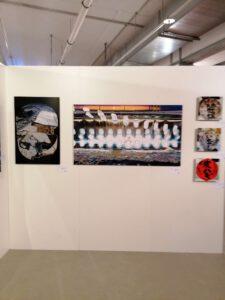 Messestand der Galerie Ahlemann auf der Photo Popup Fair Nummer Sieben nach dem Aufbau mit Werken von Hasina Khan.