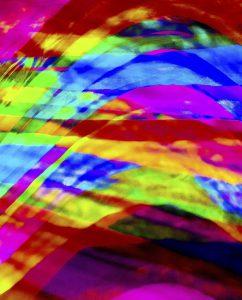 Galerie Ahlemann zeigt ein abstraktes Foto von Claudia Maria Weiser in bunten Farben, die regenbogenähnlich angeordnet sind.