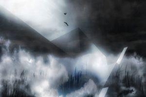 Galerie Ahlemann zeigt ein abstraktes Foto von Petra Jaenicke in schwarzen, grauen und weißen Farbtönen. In einer nebeligen Landschaften stehen geometrische Gebilde, die an Pyramiden erinnern. In den Körperflächen und dem Nebel wird weißes Licht reflektiert, so dass eine relative Helligekeit und Leichtigkeit, trotz der massiven Gebilde und der ungemütliche Witterungslage, das Foto prägen. Im oberen Drittel mittig sind die Silhouetten von zwei schwebenden Vögeln zu erkennen.
