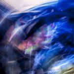Galerie Ahlemann zeigt ein abstraktes Foto von Ralf Lindenau in der Kategorie Abstraktes in verschiedenen, überwiegend blauen Farbtönen