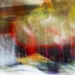 Galerie Ahlemann zeigt ein abstraktes Foto von Ralf Lindenau in der Kategorie Abstraktes in verschiedenen Farben und senkrecht verlaufenden weißen, schemenhaften Linien.