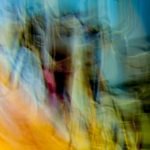 Galerie Ahlemann zeigt ein abstraktes Foto von Ralf Lindenau in der Kategorie Abstraktes in überwiegend gelben und hellblauen Farbtönen.