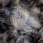 Galerie Ahlemann zeigt ein abstraktes Foto von Ralf Lindenau in der Kategorie Wahnbild in überwiegend weißen und schwarzen Farben