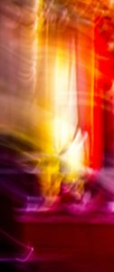 Galerie Ahlemann zeigt ein abstraktes Foto von Ralf Lindenau in der Kategorie Wahnbild in roten, gelben und weißen Farbtönen