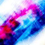Galerie Ahlemann zeigt ein abstraktes Foto von Ralf Lindenau in der Kategorie Wahnfarben in roten und blauen Farbtönen auf hellem Untergrund