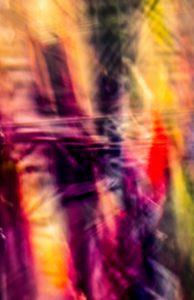 Galerie Ahlemann zeigt ein abstraktes Foto von Ralf Lindenau in der Rubrik Künstlers O-Ton in verschiedenen roten und gelben Farbtönen.