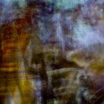 Galerie Ahlemann zeigt ein abstraktes Foto von Ralf Lindenau in bunten Farbtönen.