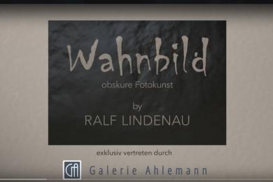 Screenshot des Anfangs des Videos zum virtuellen Rundgang durch die Galerie Ahlemann mit Werken des abstrakten Fotokünstlers Ralf Lindenau