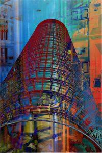 Galerie Ahlemann zeigt ein abstraktes Foto der Fotokünstlerin Hasina Khan in überwiegend blauen und roten Farben skizzenhaft ein Turm den Haupteil des Bildes einnimmt sowie schemenhafte Hochhaussilloutten im Hintergrund.