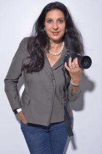 Porträtfoto der Künstlerin Hasina Khan bei Galerie Ahlemann