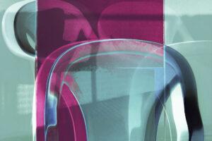 """Galerie Ahlemann zeigt ein abstraktes Foto von Petra Jaenicke aus der Konzeptreihe """"Ein Stuhl ist ein Stuhl"""" in überwiegend hellblauen und violetten Farbtönen."""