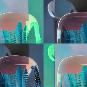 """Galerie Ahlemann zeigt ein abstraktes Foto von Petra Jaenicke aus der Konzeptreihe """"Ein Stuhl ist ein Stuhl"""" in überwiegend blauen und grünen Farbtönen, welches aus vier quadratischen Stuhlmotiven besteht."""