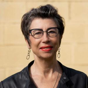 Portraitfoto der durch die Galerie Ahlemann vertretenen Fotokünstlerin Petra Jaenicke
